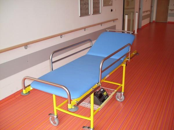 Nemocniční lůžko s váhou 4TVLA12/200, 200kg (Nemocniční transportní lůžko s váhou 4TVLA12 pro kontrolní vážení pacientů)