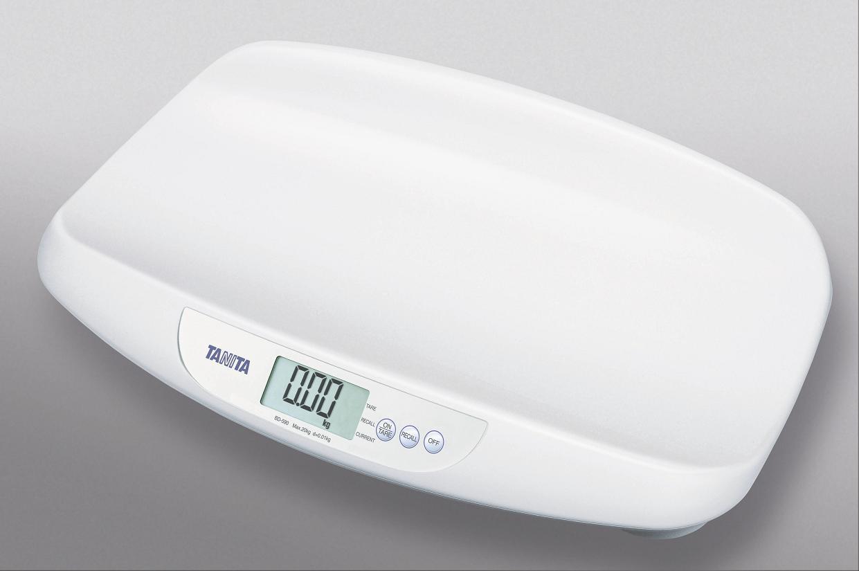 Kojenecká váha Tanita BD 590, 20 kg, technologická (Kompaktní kojenecká váha Tanita BD 590 pro kontrolní vážení kojenců do 20 kg.)